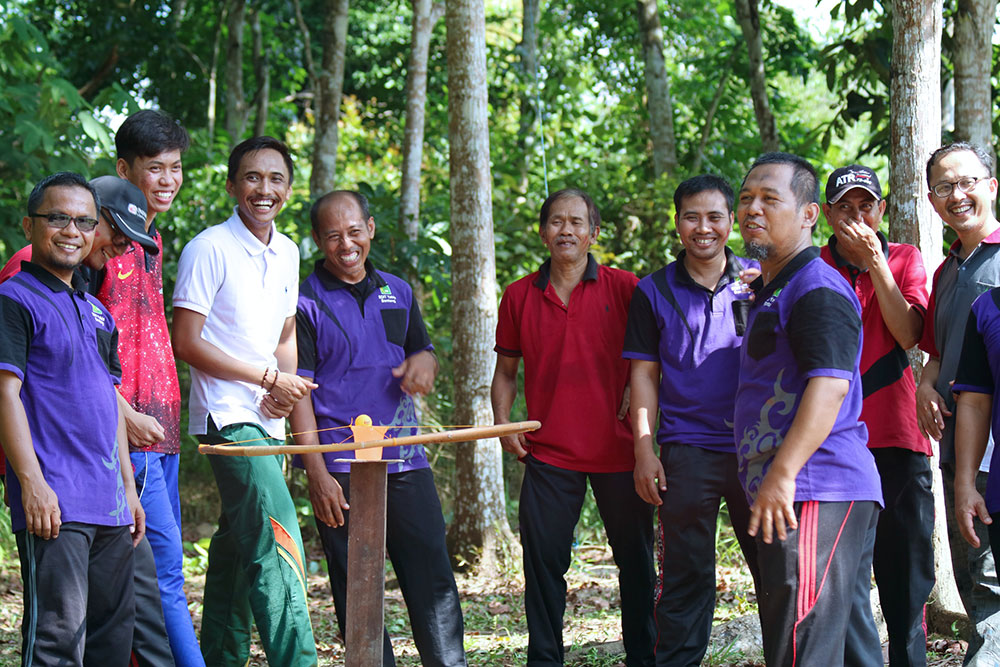 Bangun Team Work Dengan Outbound Team Building